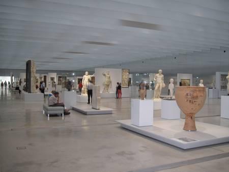 Anne Duquesne guide conferenciere Musee Louvre Lens