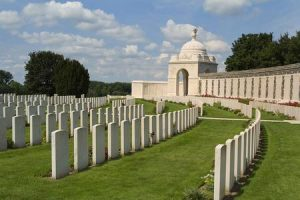 Anne Duquesne guide conferenciere Ypres Tyne Cot Cemetery